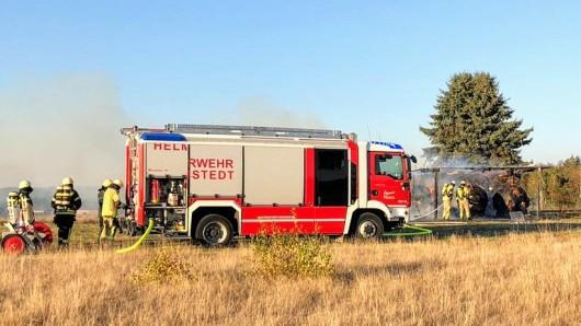 Um 16.46 Uhr wurden die Ortsfeuerwehren Emmerstedt und Helmstedt zu einem Feuer in Emmerstedt gerufen. .