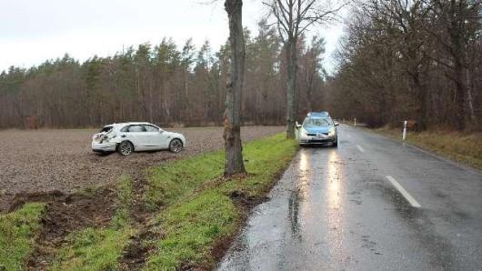 Bei Lehre ist ein Bentley im Feld gelandet.