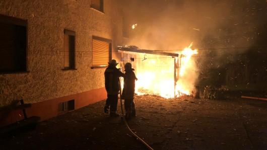 Die Flammen waren den Einsatzkräften bereits entgegen geschlagen.