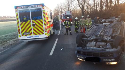 Eine Person wurde bei dem Unfall am Ortseingang Grasleben verletzt.