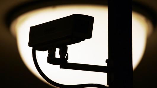 Überwachungskameras haben die Jugendlichen im Parkhaus aufgezeichnet (Symbolbild).