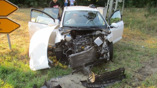 Beide Fahrzeuge waren nach dem Unfall nicht mehr fahrbereit und mussten abgeschleppt werden.