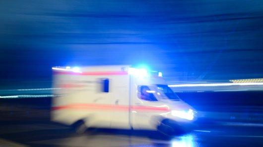 Ein Mann ist im Landkreis Helmstedt von seinem eigenen Traktor überrollt worden. (Symbolbild)