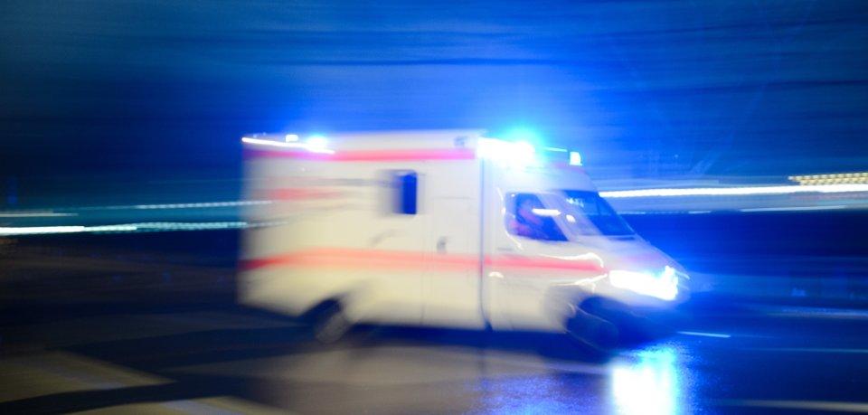 Eine Frau schwebt nach einem schrecklichen Unfall in Wolfenbüttel in Lebensgefahr. (Symbolbild)