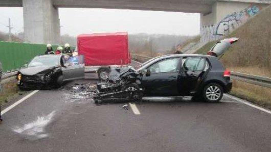 Auf der B188 bei Helmstedt gab es einen heftigen Crash.