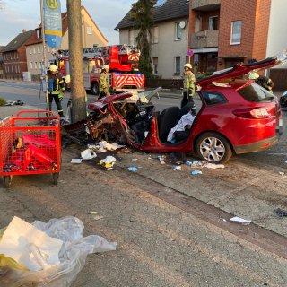 In Helmstedt wurde ein Fahrer bei einem Unfall schwer verletzt.
