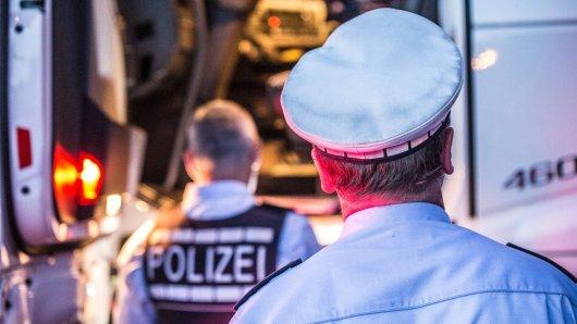 Die Polizei hat einen Lkw-Fahrer erwischt, der bei Helmstedt als Geisterfahrer auf der A2 unterwegs war. (Symbolbild)