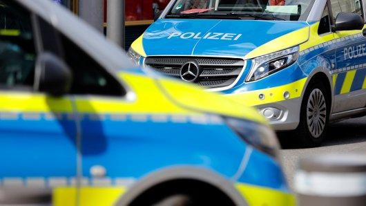 Zeugen haben abends ein lautes Geräusch gehört. Am nächsten Morgen hat sich dann das ganze Ausmaß in Schöningen im Landkreis Helmstedt gezeigt. (Symbolbild)