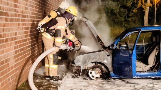 Wieder brannte ein Auto in Velpke. Diesmal traf es einen VW Lupo.