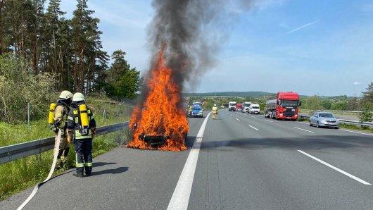 Auf der A2 in Helmstedt brannte ein Auto – doch dann passierte etwas Unerwartetes.