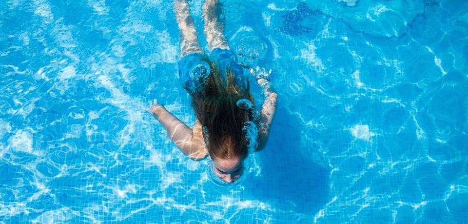 Viele Kinder wollten im Freibad in Königslutter schwimmen – doch für so manch einen war schon am Eingang Schluss. (Symbolbild)