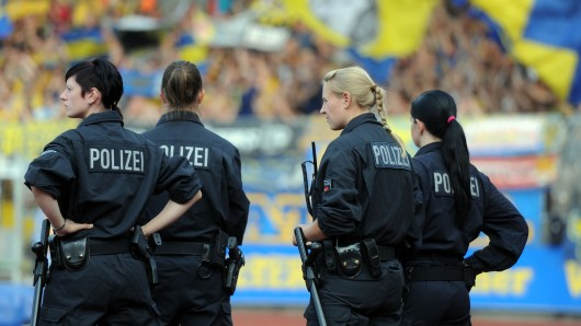 Der Verein hat sich von einem Banner distanziert, das beim vergangenen Heimspiel gezeigt wurde. (Symbolbild)