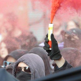 In Braunschweig wurden beim Spiel gegen den Halleschen FC Rauchbomben gezündet. (Symbolbild)