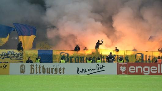 Sind Ultras gleichzusetzen mit Hooligans und Chaoten? Unter anderem um diese Frage geht es beim Auftritt eines Braunschweiger Ultra bei den Linken in Wolfenbüttel