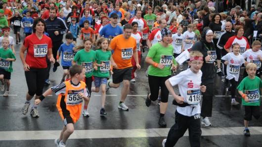 Mehr als 13.000 Läufer und rund 30.000 Zuschauer verwandeln die Braunschweiger Innenstadt in eine gigantische Arena