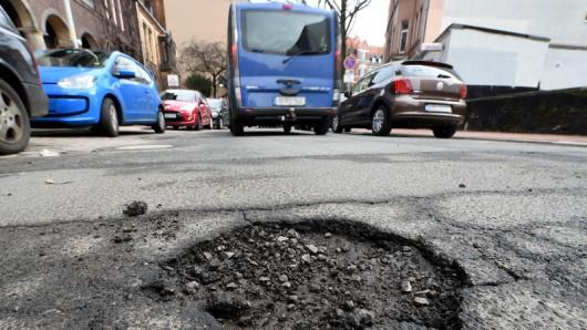 Vor allem die Straßen im Landkreis Goslar schneiden nicht gut ab - mehr als die Hälfte müssten eigentlich saniert oder neu gebaut werden. (Archivbild)