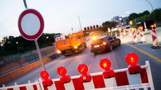 Die A7wird für Brückenarbeiten voll gesperrt (Symbolbild).