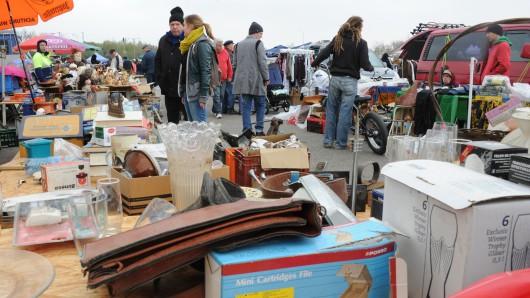 In Königslutter ist heute Straßenflohmarkt. (Symbolbild)