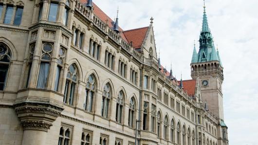 Das Braunschweiger Rathaus - hierhin überweisen Grund- und Hauseigentümer in jährlich fast 45 Millionen Euro - und demnächst noch etwas mehr.