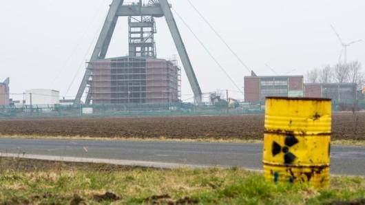 Umweltminister Olaf Lies (SPD) ist für eine Unterbringung der Atommüll-Fässer in Schacht Konrad (Archivbild).