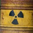 Ein symbolische Atommüllfass steht am 28.06.2016 in Gorleben (Niedersachsen) im Wald.