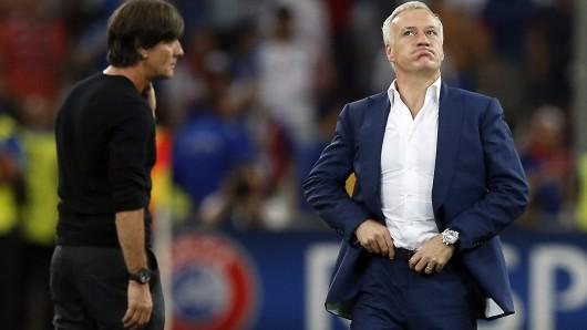 Bundestrainer Joachim Löw (links) und sein französischer Amtskollege Didier Deschamps während Halbfinals. Löw ist sicher, das Frankreich nach dem 2:0 über Deutschland nun auch im Finale gegen Portugal siegen wird.