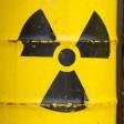 Gelbe Tonnen und dem Radioaktiv-Zeichen (Symbolbild)