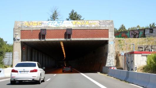 Im Lindenbergtunnel auf der A39 wurde die Höchstgeschwindigkeit reduziert (Archivbild).