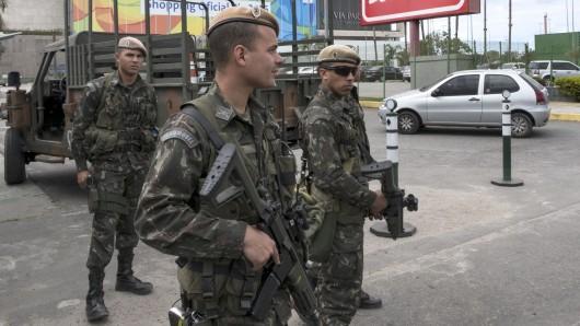Soldaten in der Nähe des Olympiaparks in Rio de Janeiro.