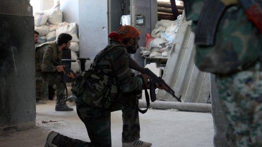 Um Aleppo toben heftige Kämpfe: Rebellen wollen den Belagerungsring der Regierungstruppen durchbrechen.