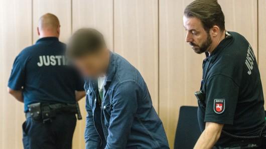 Der Angeklagte Damian R. im Gerichtssaal. Er soll gemeinsam mit einem gleichaltrigen Freund seine hochwangere 18-Jährige Ex-Freundin umgebracht haben.