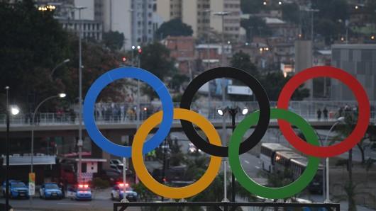 Die Olympischen Ringe über Rio: Erste Dopingfälle haben sich bestätigt (Symbolbild)