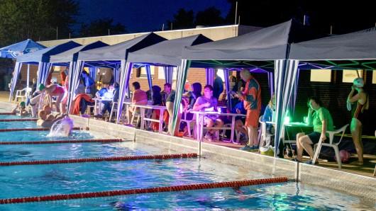 Beim Schwimm-Event gibt es ein besonderes Angebot.