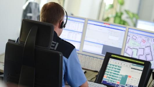 In Salzgitter hat sich eine Frau Sorgen um eine Nachbarin gemacht und die Polizei gerufen. (Symbolfoto)