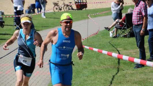 Schwimmen, Rad fahren, laufen: Triathlon ist vielseitig und vor allem anstrengend.