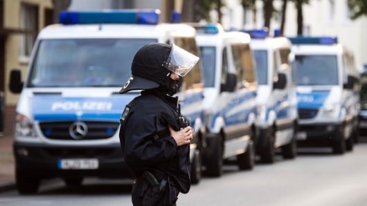 In Hildesheim hat die Polizei heute Früh erneut eine Razzia vorgenommen (Foto von der ersten Durchsuchungsaktion Ende Juli).