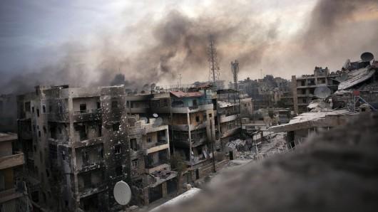 Rauch über Aleppo (Syrien) (Archivbild)