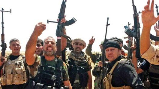 Kurdisch geführte Einheiten (unser Foto) haben den IS aus Manbidsch vertrieben.