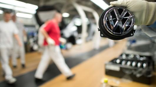 Geht es bald wieder weiter mit der VW-Produktion? Das Landgericht Braunschweig will gegen den Lieferboykott des Zulieferers hart vorgehen.