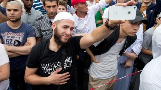 Die Zahl der Islamisten in Niedersachsen steigt, und den Behörden machen zusätzlich die Kinder radikalisierter junger Leute zu schaffen. Dazu kommen IS-Rückkehrer, wie sie jetzt von der Türkei nach Deutschland abgeschoben werden. Was passiert mit ihnen? (Symbolbild)