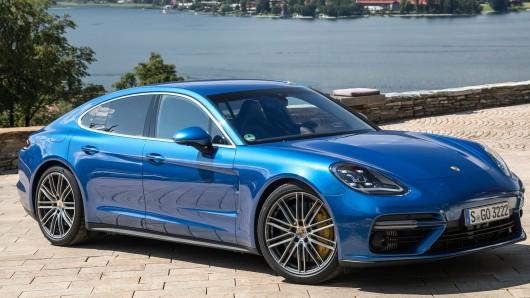 Ein Betrüger ist mit einem geklauten Porsche Panamera bei der Zulassung aufgeflogen (Symbolbild).