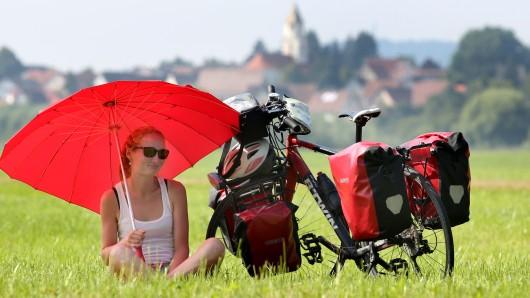 Eine Radtouristin (Symbolbild)