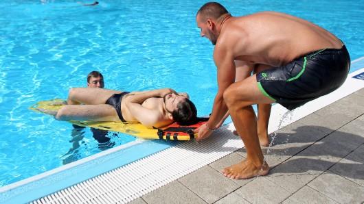 In Broistedt wird ein neuer Rettungsschwimmer gesucht (Symbolbild).