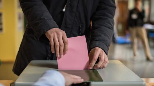 Bis zum frühen Nachmittag stieg die Beteiligung an den Kommunalwahlen spürbar an (Symbolfoto).