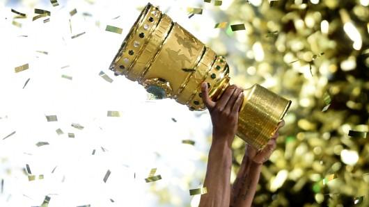 Diesen Pokal hätten auch die Wolfsburger und Braunschweiger gern.