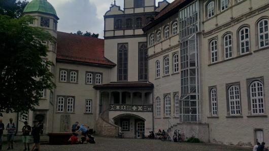Einst residierte hier der Herzog, heute haben Kreis und Kreistag hier ihren Sitz: das Schloss in Gifhorn.