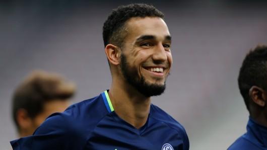 Neuzugang Nabil Bentaleb von Schalke beim Abschlusstraining vor dem Spiel gegen Nizza.
