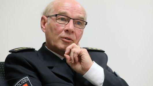 Hans-Ulrich Podehl, der ehemalige Leiter der Polizeiinspektion Wolfsburg, steht seit Montag in Braunschweig vor Gericht (Archivbild).