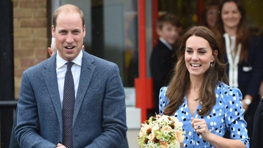 Der Herzog und die Herzogin von Cambridge bei ihrem Besuch der Stewards Academy in Harlow.