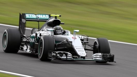 WM-Spitzenreiter Nico Rosberg hat sich in Suzuka die Pole Position für das morgige Rennen gesichert.